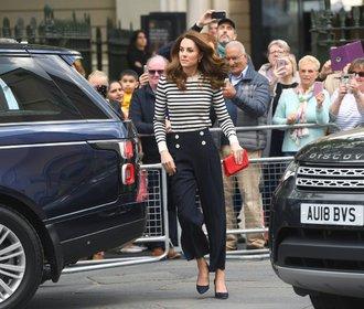 Inspirujte se: Kalhotové outfity ve stylu vévodkyně Kate a vévodkyně Meghan