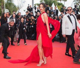 Nejodvážnější outfity z letošního Cannes: Tři z nich oblékla Češka!