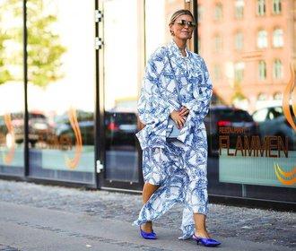 50 nejkrásnějších modrých šatů, které jsme objevili v aktuálních kolekcích