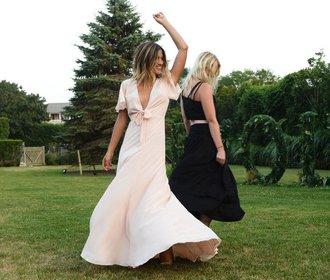 20 nejkrásnějších pudrově růžových šatů na kamarádky svatbu!
