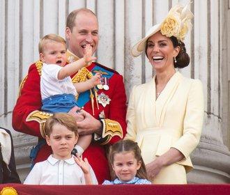 Kate hvězdou oslav narozenin královny! Jak jí to slušelo v průběhu let?