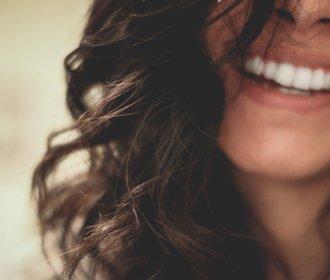 Jak odstranit zubní kámen? Bezpečná cesta je jen jedna
