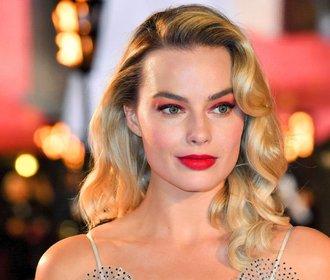 Účesy podle Margot Robbie: Inspirace, kterou využijete na svatbě i na fesťáku!