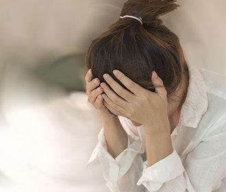 Jak si poradit s úzkostí bez léků? Zapojte do boje dech, bylinky a jídlo