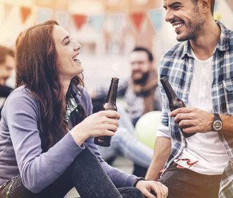 Jak flirtovat? Máte na výběr pět stylů. Který je vám blízký?
