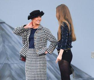 Rozruch na přehlídce Chanel: Mezi modelky vtrhla jedna z návštěvnic!