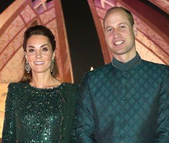 Je těhotná? Vévodkyně Kate oblékla nádherné večerní šaty a opět rozvířila debaty