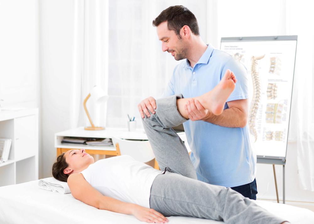 Koleno, lékař, pacient, vyšetření, ordinace, doktor, rehabilitace, cvičení