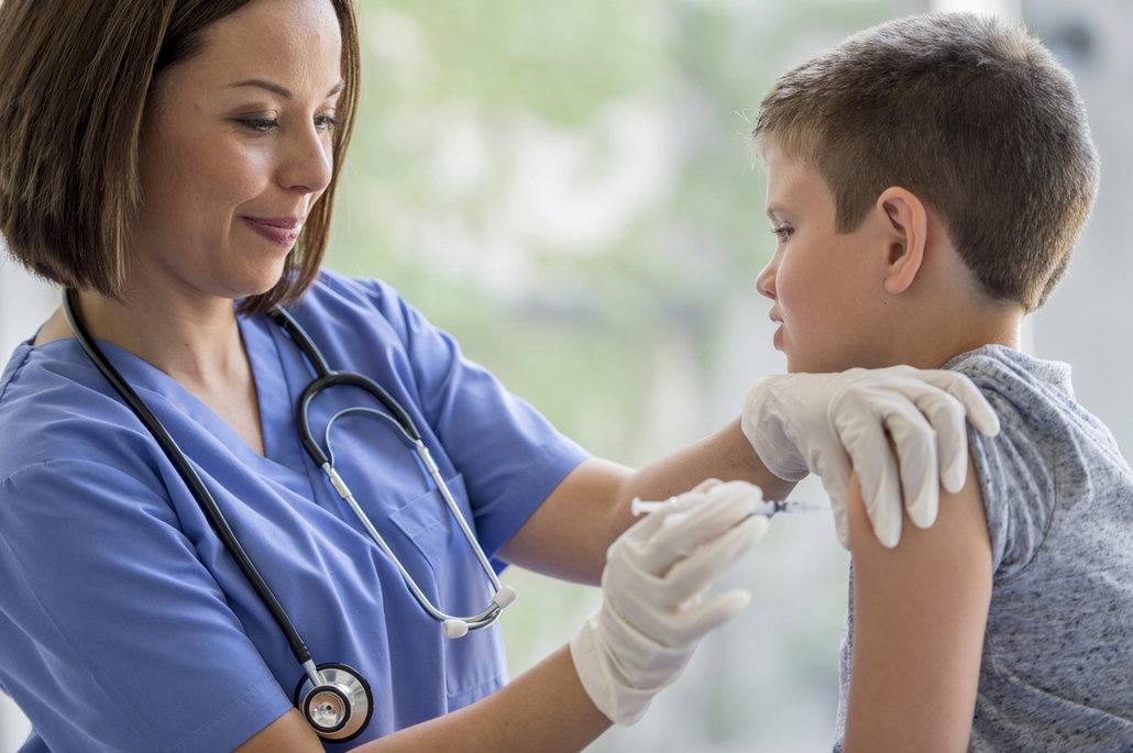 Očkování proti viru HPV nemá smysl jen u dívek