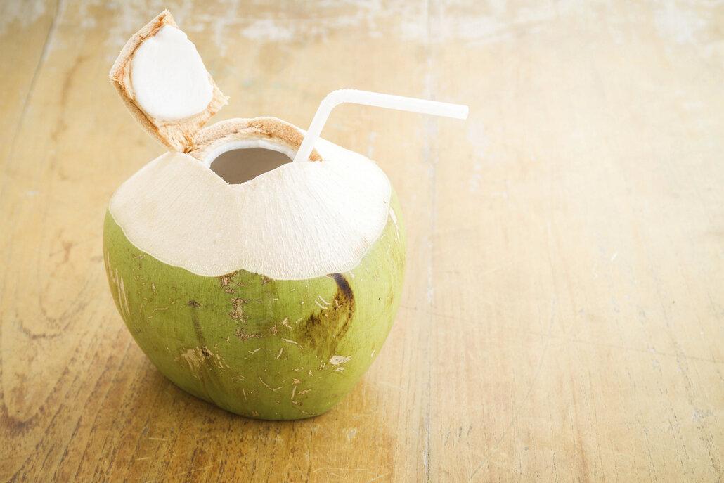 Kokosová voda ale musí být z mladého kokosu, jinak všechny látky z ní přejdu do tvrdého vnitřku.