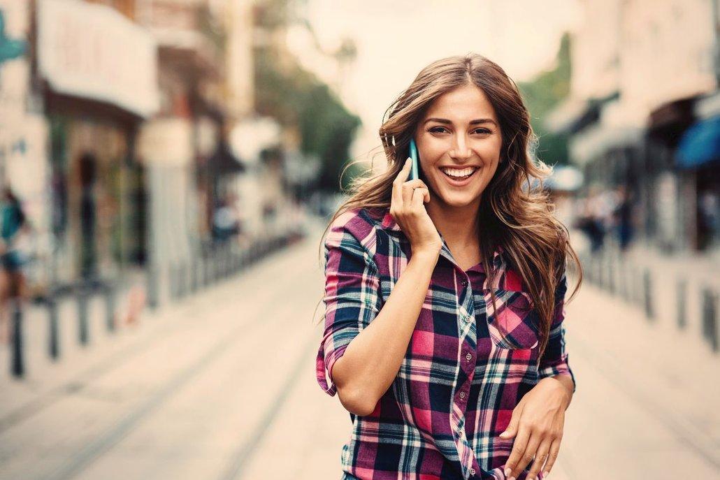 Telefonování a smskování drží záda v nepřirozeném úhlu