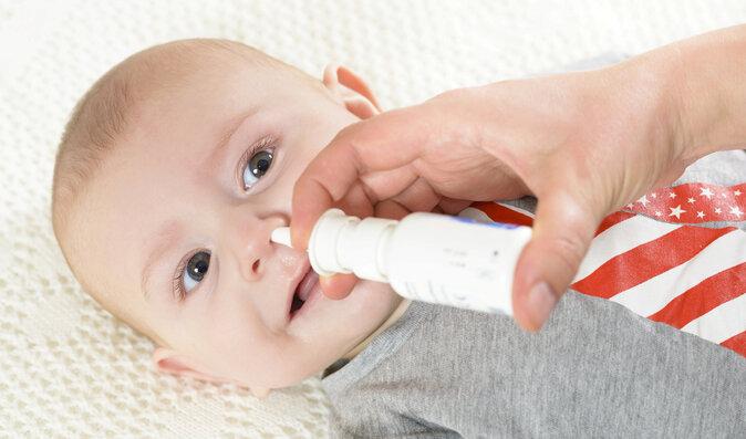 Odsávačka, nebo kapky? Jak odstranit rýmu u kojence?