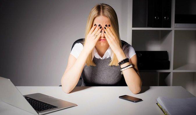 Týden před menstruací se většina žen stává ne vlastní vinou uzlíčkem nervů
