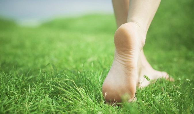 Krásná a zdravá chodidla do otevřených bot: S péčí začněte už teď. Jak na nejčastější potíže?