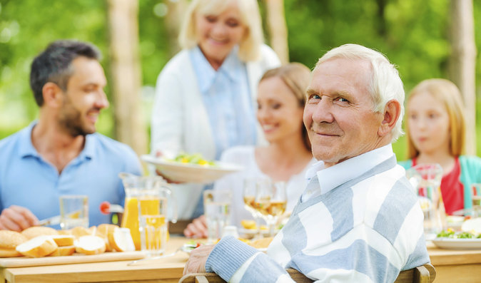 Proč seniory trápí často zácpa a jak se jí vyhnout?