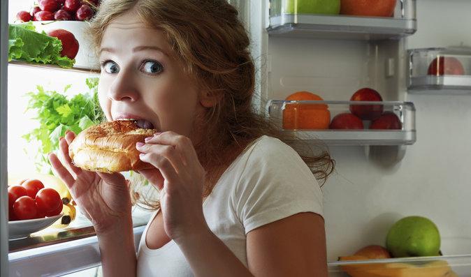 Osm důvodů proč jíme, i když nemáme hlad. Zbavte se jich a zhubnete