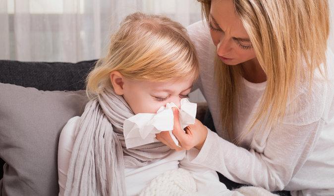 Zánět nosohltanu: Jak dlouho trvá, jak se liší od rýmy a jsou k léčbě třeba antibiotika?