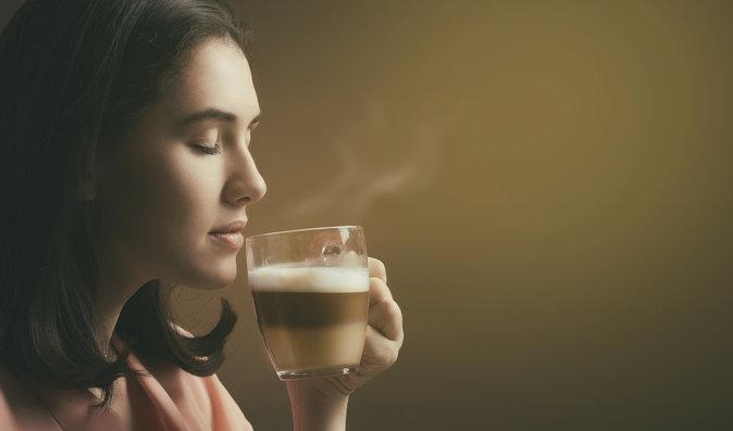 Kofein a jeho účinky na zdraví: Kolik šálků denně je v pořádku a kdy škodí zdraví?