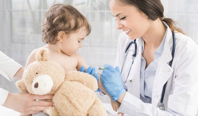 Ubude jedna dávka hexavakcíny: Změny v očkovacím kalendáři od ledna 2018
