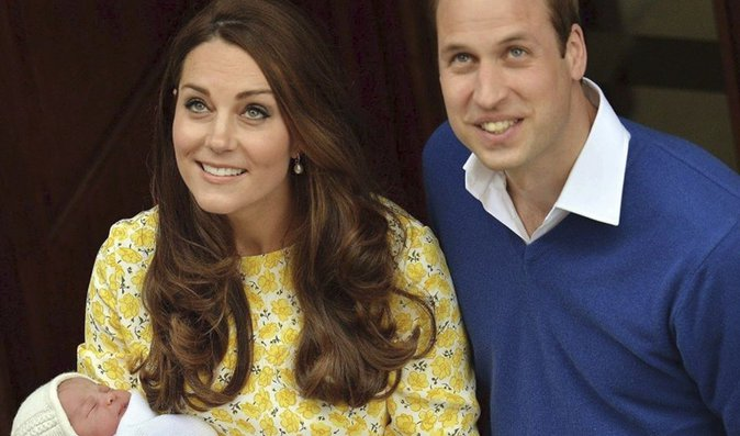 Vévodkyně Kate právě rodí své třetí dítě. Bude to holčička?