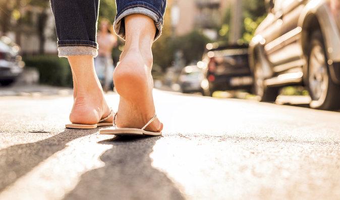 Jaké boty nejvíce ničí nohy? Lodičky a žabky!