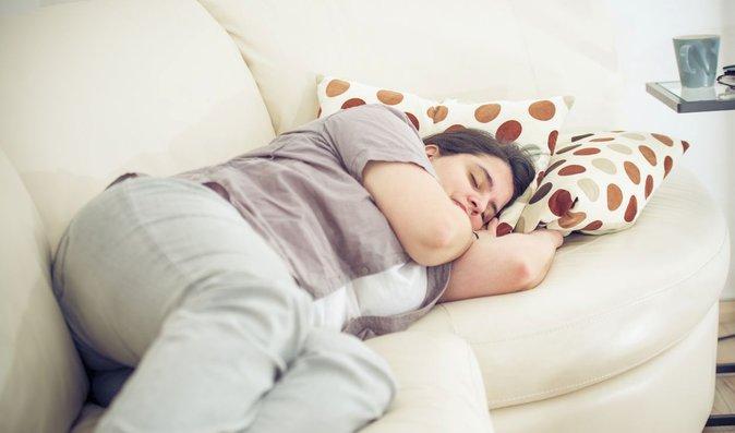 Ležení na gauči našim zádům neprospívá
