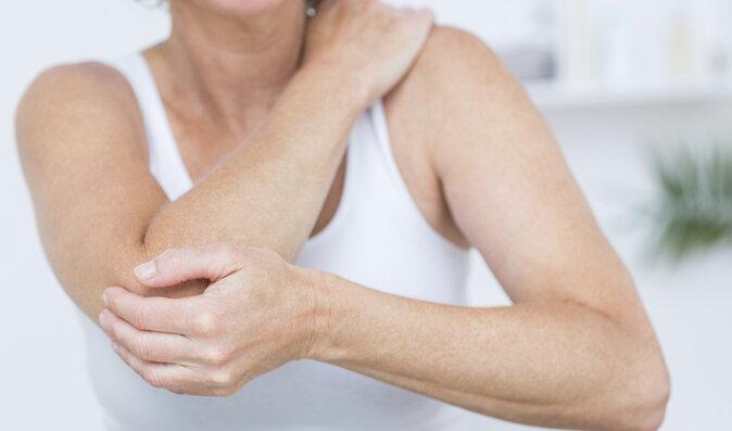 Ženy více než muže trápí problémy s klouby na rukou. Jak jim předejít?