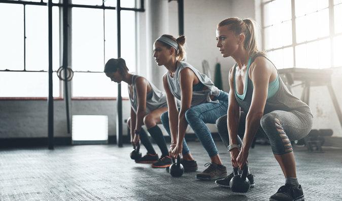 Víme, které cvičení nejlépe zabraňuje stárnutí. Je to posilování, běh, nebo jízda na kole?