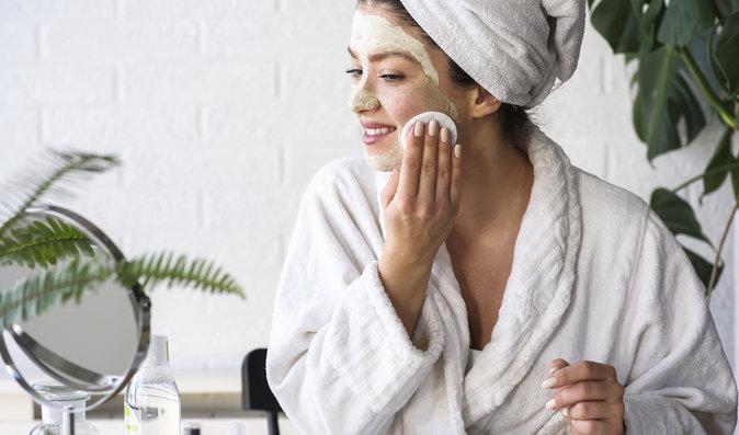 5 překvapivých chyb při čištění pleti, kvůli kterým pokožka rychleji stárne