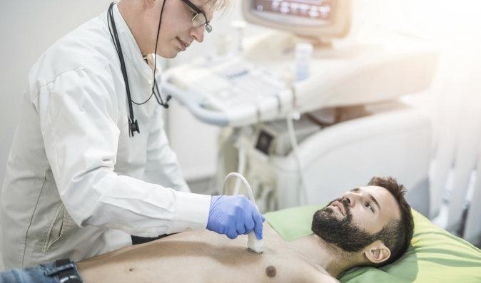 Čeští vědci objevili, jak rychleji odhalit poškození srdce nádorem nadledvin