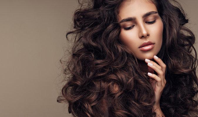 Jak na mastné vlasy: Zbavte se těchto zlozvyků a vsaďte na správnou péči