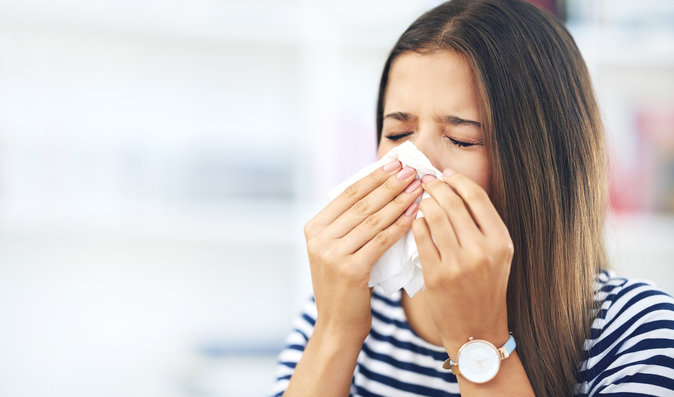 Případů chřipky přibývá, blíží se epidemie. Víte, jak se bránit?
