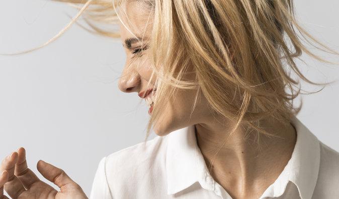 Šest důvodů, proč se vám mastí vlasy, a co s tím