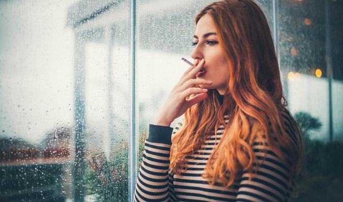 Co způsobuje kouření ženskému organismu? Více vrásek a horší pleť jsou to nejmenší