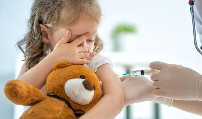 Je bezpečné se nechat během pandemie očkovat? Lékaři radí nic neodkládat