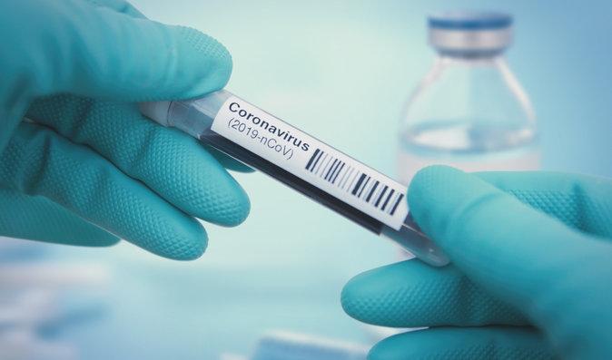 Konečně naděje. Vážně nemocní Češi dostanou lék na koronavirus