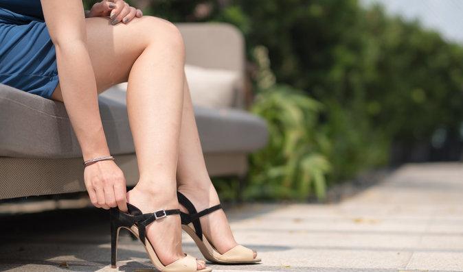 Popraskané paty, oteklé nohy: Tipy, jak o ně pečovat v parném létě