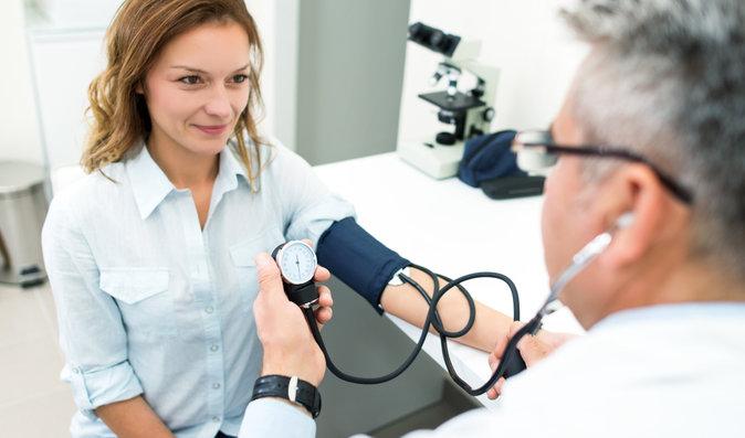 Vysoký krevní tlak ve vedrech: Hrozí vám zdravotní problémy?