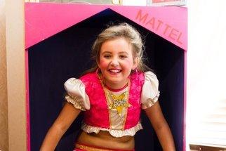 Jmenuje se Barbie a její máma se snaží, aby tak i vypadala. Kolik ji to stojí a proč, proboha?