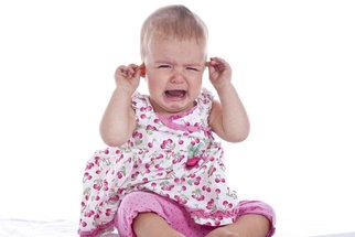 Co chrání před zánětem středního ucha? Správné smrkání a nosní kapky