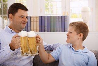 I malé množství alkoholu u dětí může způsobit komplikace ve vývoji mozku