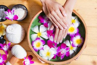 Přírodní kosmetika může působit jako lék. Víte podle čeho ji vybírat?
