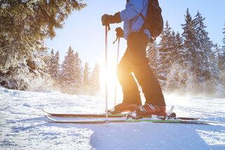 Lyže a snowboard: Jaké úrazy hrozí a jak se jim vyhnout?