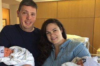 Jedno z dvojčat se narodilo o půl hodiny dřív, a přece je mladší! Že to není možné? Ale je...