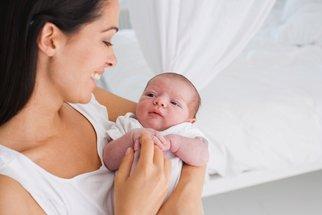 Tři důvody, proč matky nosí děti na levé straně těla