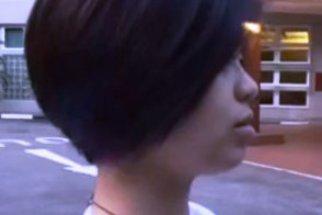 Vypadá to jako obyčejný účes. Když si ale dívka prohrábne vlasy, neuvěříte!