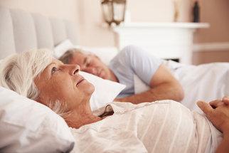Nespavost u seniorů: Nejčastější příčiny a jak je řešit?