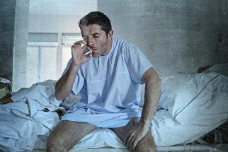 Jak neumřít na nádor? Chodit na prevenci a nekouřit