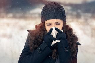 Alergie hrozí i v zimě: Jak je odlišíte od obyčejné rýmy a jak je můžete léčit?