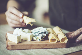 Sůl a sýry: Jakým dát přednost a kde je jen tuk a sůl?